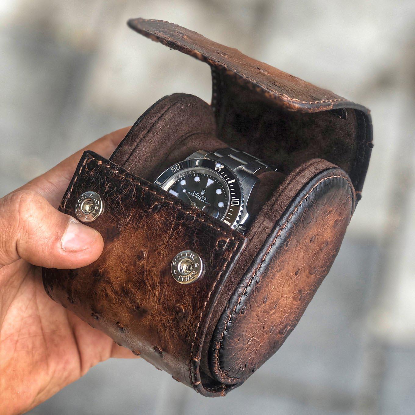 Uhrenrolle aus Straußenleder für eine Uhr