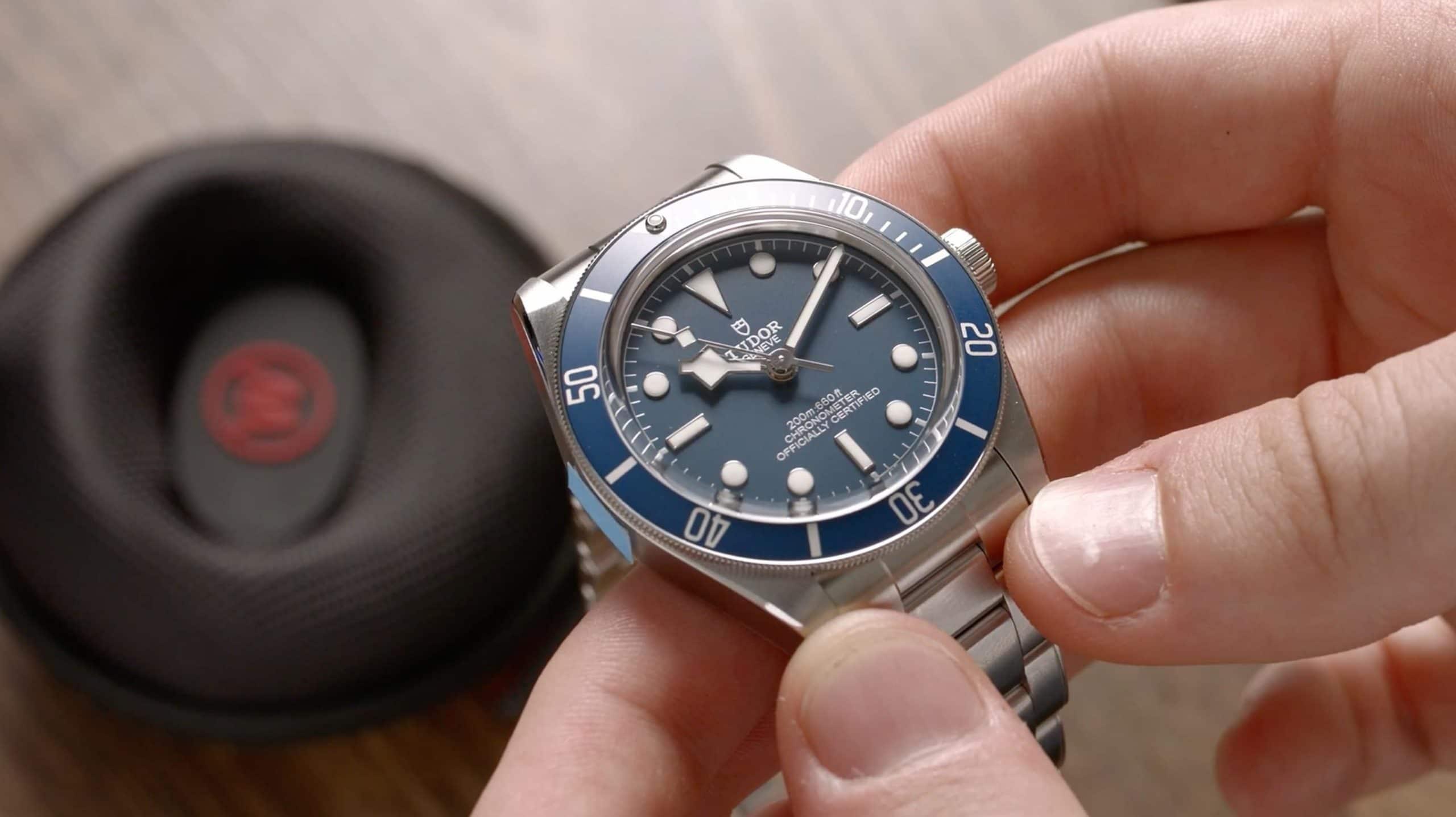 Tudor Black Bay 58 79030B Handheld Nahansicht